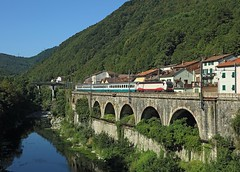 E.402 103, Isola del Cantone Aug 2016 (Mr Joseph Bloggs) Tags: train treno railway railroad bahn genova genoa isola del cantone torino turin intercity ic e402 e402103 fs trenitalia giovi old line
