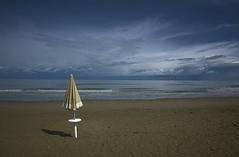 Don't leave me alone (Serghey1967) Tags: ombrellone pinarella mare spiaggia beach