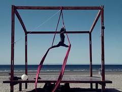 (lymps520) Tags: p9145379 cine medio playa telas gimnasia puerto madryn joven chica