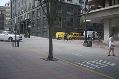 P1290160 (Jusotil_1943) Tags: escenas urbanas yellow taxi seales trafico correos
