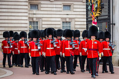 Welsh Guards Marching out of Buckingham Palace (jeff_a_goldberg) Tags: england london unitedkingdom buckinghampalace changingoftheguard welshguards