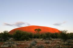 Uluru 7.5.2004 - 7-23-06 Time-IMG_7140-EOS10D (irisisopen *f/8* <2015> of the experience) Tags: moon rock digital sunrise canon mond reisen motive uluru australien ayers farbe sonnenaufgang eos10d