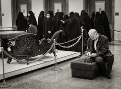 Tehran, Museum Scene (toletoletole (www.levold.de/photosphere)) Tags: museum group tehran teheran isfahandezember2011