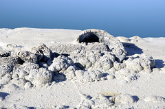 zoutafzetting langs de Laguna Cejar in de Salar de Atacama, Chili 2013 (wally nelemans) Tags: chile lake chili sinkhole salardeatacama doline saltdeposits 2013 zoutmeer lagunacejar cejar zoutafzettingen verdwijngat