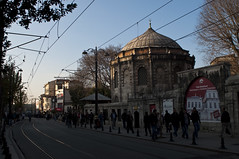 Walking in the main street.. (Bahanick --(Next upload: Istanbul shots)) Tags: camera blue original light tower art colors up look composition contrast turkey dark for reflex raw torre foto with arte bright image sofia good picture shapes istanbul palace mosque spices egyptian saturation su ottoman bazaar visual emotions per curiosity colori topkapi harem con luce bosphorus romanic minarets cistern forme sensation galata hagia riflesso moschea composizione scuro sensazioni immagine turchia emozioni suleymaniye chiaro bosforo tonality costantinopoli egizio bisanzio visivo solimano