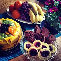 cake #banana#cookie #cookies #chokolate #fruit #birthday... (Archos72) Tags: birthday orange flower cookies yellow cake fruit t cookie sweet good s banana sugar m f grapes mandarin frukt gul banan socker chokolate marsipan turkos vindruvor krysantemum skorpor instagram instagood uploaded:by=flickstagram instagram:photo=392072384873761881271432306
