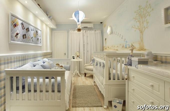 Quarto de bebê branco luxuoso
