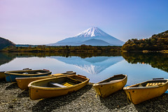 Peaceful Morning at Shojiko (NatashaP) Tags: mountain lake japan boats fuji   fujigoko  shojiko nikkor2470mm nikond800 fivelakesoffuji
