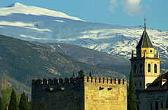 Towers, mountain and the shadow of a passing cloud (Hugo Cesar Gusmao) Tags: winter shadow españa snow castle clouds canon eos rebel andalucía spain kiss espanha europa europe nieve sombra palace alhambra nubes neve nuvens t3 andalusia montaña sierranevada inverno moutain castillo montanha x50 andaluzia passingcloud invieno 1100d canoneos1100d rebelt3 canoneosrebelt3 kissx50 eos1100d rememberthatmomentlevel1