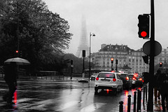 memory's fog (1crzqbn) Tags: toureiffel red wet 1crzqbn