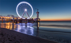 Wheel of Scheveningen 2016 (zilverbat.) Tags: denhaag scheveningen image dutch thehague thenetherlands coastline northsea noordzee kustlijn nightshot bluehour nightphotography longexposurenetherlands pier longexposurebynight lenight le longexposure zilverbat visit tripadvisor tourist timelife town tourism toerisme hotspot hofstad availablelight avondfotografie holland reuzenrad rad lights nightlights twilight europe europa world circus explotatie sunset scheveningenbynight nightexposure bungyjump flyer bookcover country benelux