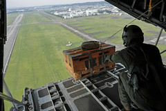 C-130 drops a bundle over Yokota Air Base during the 2016 Friendship Festival (#PACOM) Tags: yokotaairbase usaf ff 459as uh1n flyover tokyo japan uspacificcommand pacom