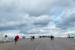 Walking on the Pier (evisdotter) Tags: walkingonthepier people sky clouds sooc summer beach strand sopot polen poland