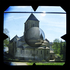 eglise (Anto Retouche) Tags: color history church monument architecture square soleil village lubitel histoire eglise couleur viewfinder carr melle viseur