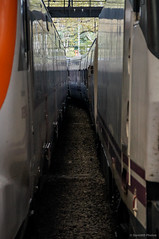 Entretrenes (SantiMB.Photos) Tags: barcelona espaa station train geotagged tren kdd tamron 18200 esp estacin cataluna kuchifm 2kuchikdd geo:lat=4138424295 geo:lon=218550414