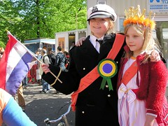 Our New King Alexander and Queen Maxim (Bn) Tags: street family party feest orange news holland alex netherlands smile dutch amsterdam 30 kids de happy topf50 king flag nederland royal happiness celebration april leve mokum hoera lang meisjes gezellig willem jordaan oranje queensday koninginnedag straat jeugd nieuws willemalexander vrolijk sfeer vrijmarkt hiep toekomst koning 50faves maxim