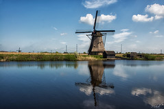 Kinderdijk the second (Michael - Photography) Tags: camera new blue reflection water windmill clouds speed design aperture nikon wasser flickr wolken iso 100 manual blau length mode f8 spiegelung kinderdijk neues 21mm windmhle focal d90 exposure1180sec