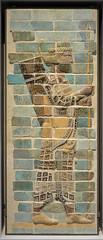 Lens (Pas-de-Calais) - Muse du Louvre-Lens - Fragment du dcor du palais du roi perse Darius 1er : archer de la garde royale (Morio60) Tags: lens muse suse 62 darius pasdecalais louvrelens