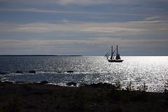Pirates of the Baltic Sea? (gallserud) Tags: ship horizon sea hav skepp lauterhorn gotland sverige