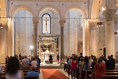 Bari - Basilika San Nicola (CocoChantre) Tags: altar altstadt amtshandlung bari basilika brautpaar feier fest hochzeit innenaufnahme interaktion kirche kreuz landschaft menschen party passant pfarrer religion trauung puglia italien it