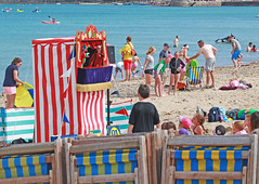 puppets on the beach (ludi_ste) Tags: puppets burattini spiaggia beach people gente bagnanti bathers swanage uk