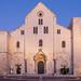 Basilika San Nicola zur Blauen Stunde