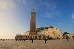 La Grande Mosquée Hassan II (l'apple-cafe) Tags: casa nikon islam maroc maghreb casablanca hassan hdr highdynamicrange roi afrique mosquée atlantique océan musulman hassanii d90 grandemosquée mosquéehassanii océanatlantique nikond90 arabomusulman lagrandemosquéehassanii