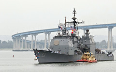 USS Mobile Bay returns to homeport. (Official U.S. Navy Imagery) Tags: family friends mobile bay unitedstates sandiego navy calif homecoming coronado cruiser ticonderogaclass ussmobilebay guidedmissile