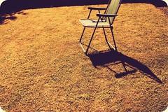 Au soleil (lasorre) Tags: life shadow summer france green grass canon garden outside nice bretagne t chaise herbe dehors chaleur