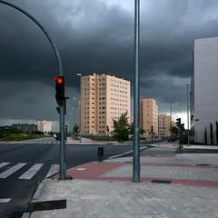 Before storm (Julio Lpez Saguar) Tags: madrid street city light red urban espaa storm landscape calle spain rojo ciudad paisaje tormenta urbano semforo alcorcn juiolpezsaguar