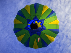Hot Air Overhead 8379 (Del Hoffman) Tags: festival nikon hotairballoon wallawalla d800