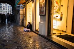 Bruxelles - Autour de la Grand-Place (V3) - Ombres et lumires sur la misre (saigneurdeguerre) Tags: brussels architecture canon europa europe belgium belgique grandplace mark iii belgi bruxelles ponte 5d markt brssel brussel belgica bruxelas architectuur belgien architectur aponte antonioponte ponteantonio saigneurdeguerre