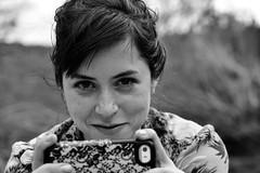 Assortiment (Oulalla) Tags: femme portrait tlphone yeux sourire bw motif nikon d600
