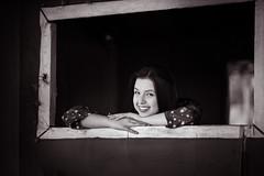 Na janela..... (mauroheinrich) Tags: guria menina girl gata janela pb retrato portrait sorriso olhar beleza ensaio book nikon nikkor nikonians nikondigital nikonprofessional nikonword d610 85mm riograndedosul brasil iju mauroheinrich