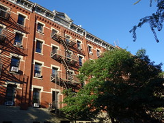 201608012 New York City Chelsea (taigatrommelchen) Tags: 20160831 usa ny newyork newyorkcity nyc manhattan chelsea 20thstreet icon urban city building stairs street