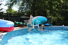 1E7A5416 (anjanettew) Tags: swimming diving kids pool summer fun twins sillykids splashing babypool