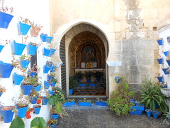 Cordoba (Chris Draper) Tags: cordoba spain andalucia moorish arabic architecture southernspain arch archway door doorway