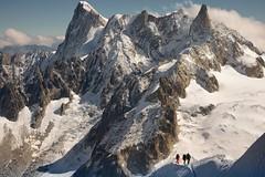 La foi soulève des montagnes mais les laisse joyeusement retomber sur la tête de ceux qui ne l'ont pas (jean paul lesage) Tags: montblanc chamonix aiguilledumidi glaciers alpes alps grandesjorasses alpinisme alpinistes