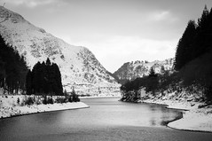 Elan Valley (Jo Duggan) Tags: uk bw white snow black monochrome weather wales nikon rhayader elanvalley bloodycold 2013 d300s skancheli