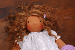 Pearl in her curls (Fig & Me) Tags: toy natural boneca muñeca poupée lalka handmadedoll clothdoll popje ningyou figandme sotffpuppe