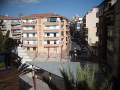 vistas despejas a la plaza, todo exterior, muy soleado a 2 min. de la playa. Consulte precio a su inmobiliaria en Benidorm, Asegil www.inmobiliariabenidorm.com