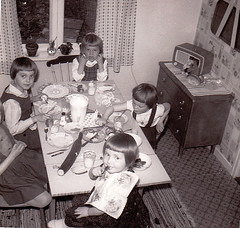 Ydrehammar Sweden 1964 (annkarlstedt) Tags: old white black kitchen kids barn radio vintage children design photo kid 60s child sweden interior swedish foro smland scanned sverige 1960s 60 sixties nostalgi tal svensk kk 1964 1960 fotografi interir gammal gammalt svartvitt inredning skannat ydrehammar