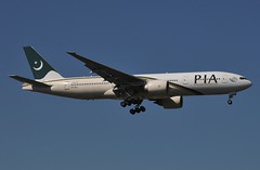 PK B772 AP-BGJ (PlaneSnapper) Tags: pakistan london heathrow international boeing pk airlines pia lhr egll b772 7772 apbgj