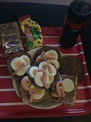 Nattamat 28/8 (Atomeyes) Tags: mat macka ägg kaviar poptart godis cocacola