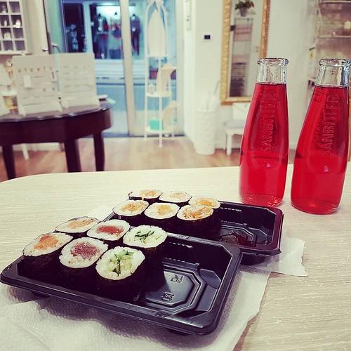Aperitivo delle 18.00... Siamo pronti! #Sushi #amazing #instagood #showroom #younique #aversa #naples #italy #madeinitaly #handmade #collane #accessori #personalizzati #madeinitaly #lofi #nofilter #chic #bitter #like #followme #tagsforlikes #instagramers