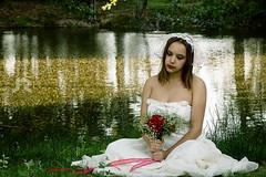 Bride 2 (Javier A. Rodrguez) Tags: bride novia vestido dress river rio woman mujer modelo model ramo flores flowers flower