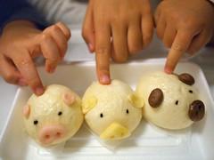 Day 8 (dogman!) Tags: food japan pen pig olympus 大阪 日本 osaka manju 饅頭 epl2