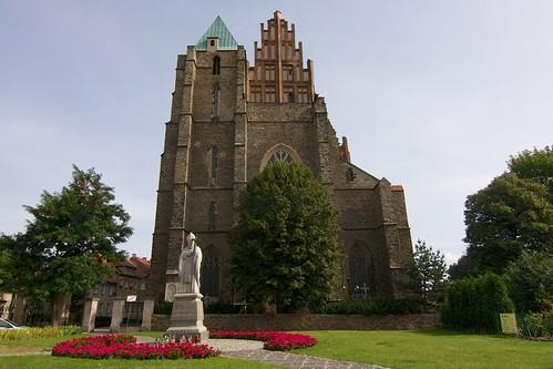 Zachodnia fasada kościoła śś. Piotra i Pawła w Strzegomiu