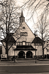 Evangelical Johannischurch (Isengardt) Tags: street urban church bike sepia canon eos town rad streetphotography kirche stadt esslingen bycicle evangelical radfahrer evangelisch strase 550d regionstuttgart strasenphotographie