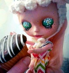 Blythe A Day April 10: Cupcake